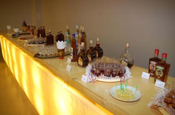 В составе традиционных национальных русских напитков - только...